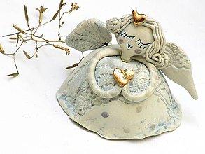 Dekorácie - anjel so zlatým srdcom - 8683912_