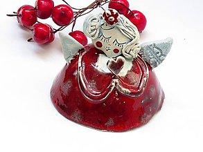 Dekorácie - anjel červený so srdcom - 8683995_