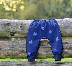 Detské oblečenie - Softshellky temně modré / lila hvězdy - 8685776_