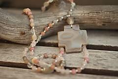 Bohemian náhrdelník z minerálov béžový