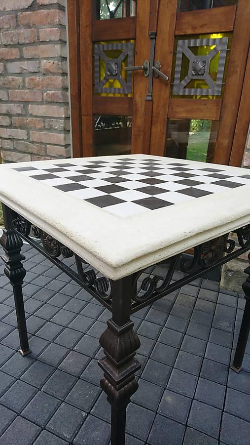 Šachový stôl