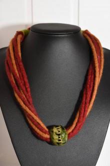 Náhrdelníky - Plstený náhrdelník s keramickou korálkou - 8690752_