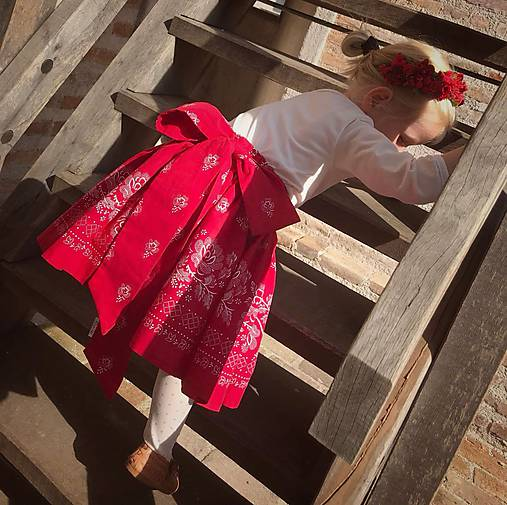 Sukienka folk červená