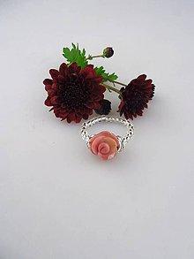 Prstene - kamenná ruža prsteň z rodonitu - 8701558_