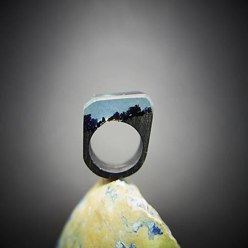 Drevený prsteň: Schovaná v miliónoch hviezd