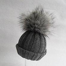 Detské čiapky - Pletená čiapka s kožušinovým brmbolcom sivá (obvod 43 - 48 cm) - 8699590_