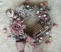 Dekorácie - Vianočný veniec v starofialovej so sánkami - 8703145_