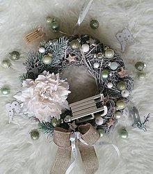 Dekorácie - Vianočný veniec mätový so sánkami - 8703290_
