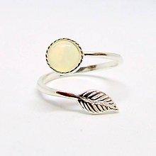Prstene - Simple Leaf Silver Gemstone Ring Ag925 / Strieborný prsteň s minerálom #0436 (Ethiopian Welo Opal / Etiópsky opál) - 8708467_