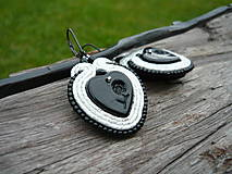 - Soutache náušnice V čiernom srdci ruža...bielostrieborné - 8708135_