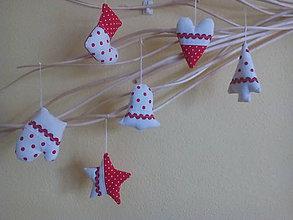 Dekorácie - vianočné ozdoby bodkované v červenom - 8709182_