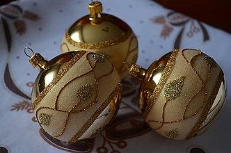 Dekorácie - Zlaté guličky s lístkami - 8707452_