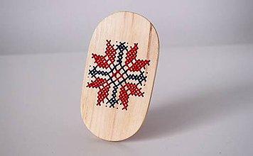 Odznaky/Brošne - Brošňa, alebo spona - ľudový ornament do javora vyšitý FOLK - 8713514_