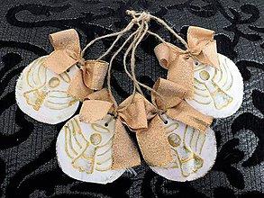 Dekorácie - Zlaté anjeliky - drevené vianočné ozdôbky - 8713286_