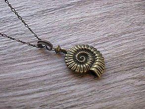 Náhrdelníky - Náhrdelník bronzová mušľa č.1399 - 8712240_