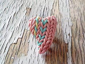 Odznaky/Brošne - ružové srdce s dúhou-brošna - 8713369_