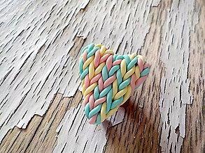 Odznaky/Brošne - dúhové pastelkové srdce-menšia brošňa - 8713408_
