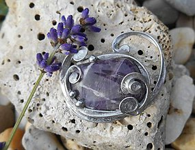 Odznaky/Brošne - ametista-violeta-brošňa - 8715731_