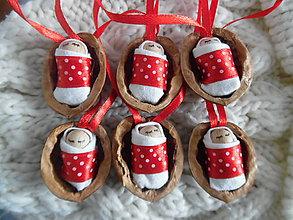 Dekorácie - Jezuliatko v škrupinke, vianočné oriešky - 8716665_