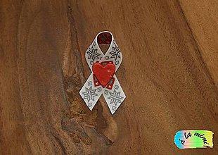 Pierka - Svadobné pierko Zimné s ručne robeným srdiečkom - 8732703_