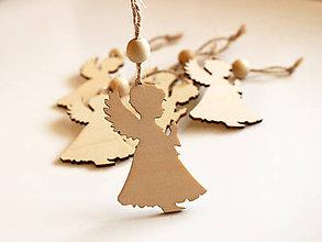Dekorácie - Drevená vianočná ozdoba anjelik - 8730460_