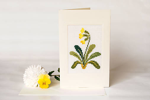 Vyšívaná kvetinová pohľadnica
