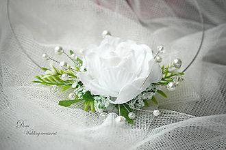 Náhrdelníky - Kvetovaný náhrdelník s kryštálikmi a perličkami - 8734238_