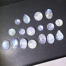 Minerály - Mesačný kameň kabošon mix tvarov / 8x8 - 10x14 mm - 8737918_