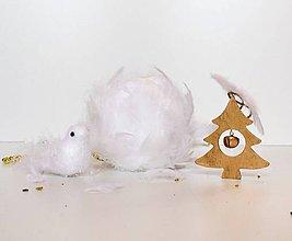 Dekorácie - Vianoce v páperí - dekoratívna závesná guľa - 8736248_
