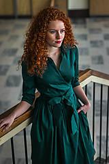 Šaty - Zavinovací šaty MONA, smaragdová zelená - 8738817_