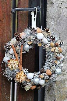 Dekorácie - Vianočný venček - 8739042_