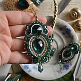 Náušnice - Golden Emerald - sutaškové náušnice - 8743359_