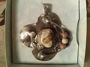 Náhrdelníky - Perleť v cíne s jaspisom mookait. - 8749367_