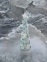 Dekorácie - vianočný stromček bledomodrá + biela - 8748850_