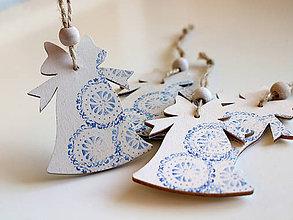 Dekorácie - Drevená vianočná ozdoba zvonček modrý - 8748253_