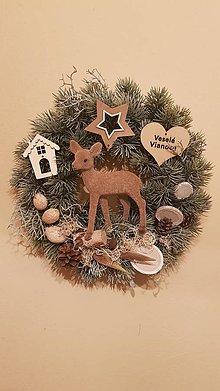 Dekorácie - vianočný veniec so srnkou v prírodnom štýle - 8745313_