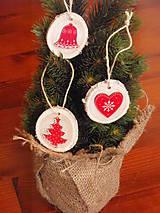 Dekorácie - Biele drevené vianočné ozdoby - sada 3ks - 8744442_