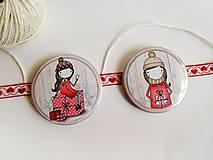 Odznaky/Brošne - Len ja a môj svet - vianočné odznaky  (dievčatko držiace darček) - 8751231_