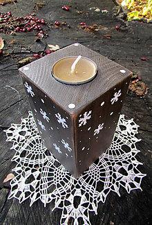 Svietidlá a sviečky - Zasnežený svietnik TMAVÝ - 8756356_