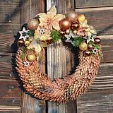 Dekorácie - Vianočný venček zo smrekových šišiek - 8755526_