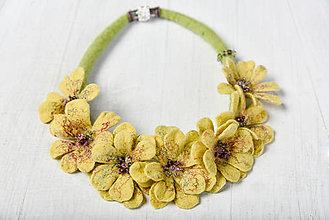 Náhrdelníky - Plstený náhrdelník žltý kvet - 8759051_