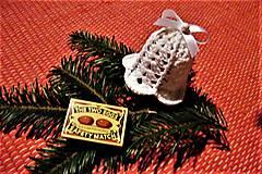 Dekorácie - Háčkované biele vianočné zvončeky - 8759679_
