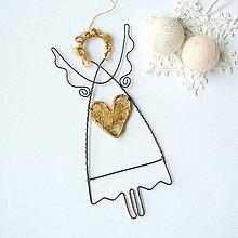 Dekorácie - anjel so zlatým srdiečkom - 8763476_