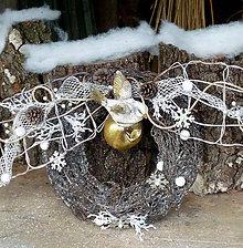 Dekorácie - Zimný veniec s vtáčikom - 8762286_