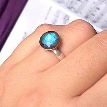 Prstene - Elegant Faceted Labradorite Ring Silver Ag925 / Strieborný prsteň s fazetovaným labradoritom - 8763720_