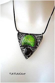 Náhrdelníky - Cínovaný prívesok so zeleným variscitom 2 - 8765063_