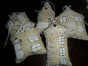 Dekorácie - Vianočné ozdoby- domčeky maľované - 8762639_
