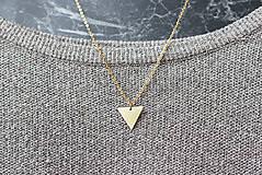 Náhrdelníky - Náhrdelník s trojuholníkom (mosadz + oceľ) - 8763557_