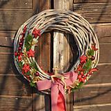 Vianočný veniec na dvere so sobíkom