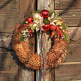 Vianočný venček zo smrekových šišiek